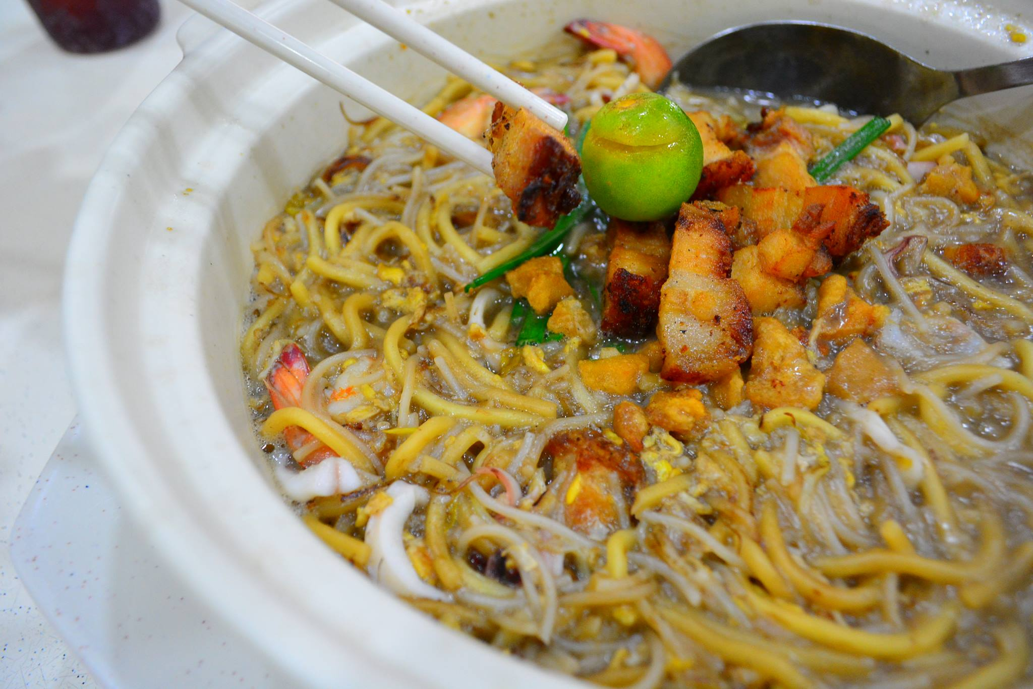 The mature estate of Toa Payoh is said to have some of Singapore's most 'true' local food, such as Kim Keat Hokkien Mee. 99.co.